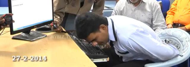Un indien bat le record du monde de frappe au clavier avec le nez!