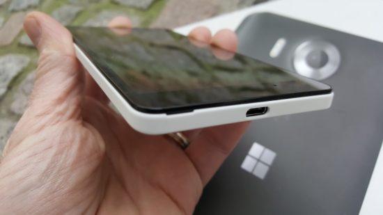 160304_Microsoft_Lumia_950_14