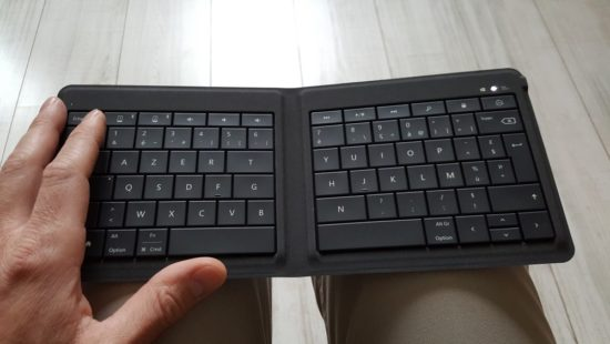 Microsoft Universal Foldable Keyboard : un clavier pliable et multi-OS [Test]