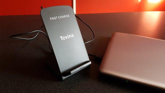 Chargeur sans fil Tevina : un chargeur à induction Qi acceptant les smartphones en mode portrait et paysage [Test]
