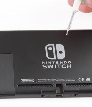 Nintendo Switch, aussitôt disponible, aussitôt démontée par @SOSav_fr