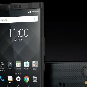 #IFA2017 : TCL présente le BlackBerry KEYone en Black Edition